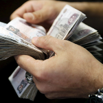 فيديو| الاقتصاد المصري غير قادر على تعويم الجنيه أمام الدولار