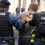 الشرطة الألبانية تعثر على مخبأ كبير للأسلحة وتعتقل شخصين