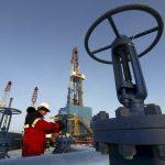 وكالة الطاقة: تخمة النفط مازالت عاملا رئيسيا في انخفاض الأسعار