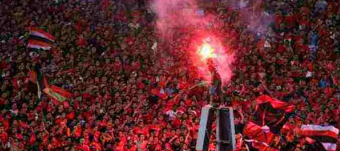 جماهير الشياطين الحمر في انتظار مباراة الأهلى المصري وروما