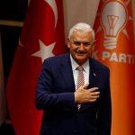 رئيس الوزراء التركي: مقتل 3 وإصابة نحو 30 في انفجار سيارة