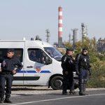 فرنسا تبدأ استخدام الوقود الاحتياطي بسبب تطويق المصافي