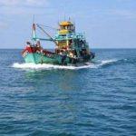 «الإنقاذ« النهري ينقذ 6 صيادين مصريين على مركب في البحر الأحمر