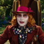 فيديو  جوني ديب يفاجئ جمهور ديزني لاند بـMad Hatter