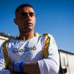 صور| رياضي سوري يحمل الشعلة الأولمبية بأحد مراكز اللاجئين في اليونان
