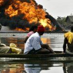 مسلحون نيجيريون يفجرون خطا آخر للغاز والنفط الخام