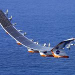 طائرة تعمل بالطاقة الشمسية تبدأ في عبور المحيط الأطلسي