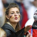 صور  جميلات «يورو 2016»يواجهن العنف بالابتسامة