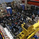 البحرية الإيطالية تنتشل قارب مهاجرين غرق العام الماضي