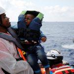 خفر السواحل الإيطالي ينتشل جثث 10 لاجئين في المتوسط
