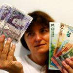 الإسترليني يهبط دون 1.23 دولار