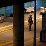 تعليق جميع الرحلات في مطار أتاتورك بعد الهجومين الانتحاريين