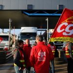 فرنسا.. انتهاء الإضراب في ميناء نفطي قرب مارسيليا