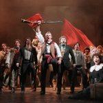 «قبلة» تثير أزمة خلال عرض مسرحي في سنغافورة