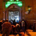 صور| حي الحسين وسط القاهرة ملاذ الصائمين بعد الإفطار