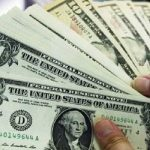أسوأ أسبوع للدولار في عام وسط ضبابية سياسية