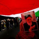 إيران تواجه فضيحة مرتبات الكبار وأزمة الرسائل القصيرة