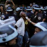 الشرطة: مطلق النار في دالاس استهدف رجال شرطة بيض