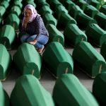 صور  سراييفو تستقبل 127 جثمانا لضحايا مجزرة سربرينيتشا