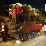 وزير الداخلية التركي: اعتقال أكثر من 15 ألفا منذ الانقلاب الفاشل