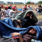 مهاجرون محتجون في صربيا ينهون إضرابهم عن الطعام