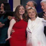 تشيلسي تصف كلينتون بالأم العظيمة والمؤهلة لمنصب الرئاسة الأمريكية