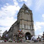 اتهام شخصين على صلة بقتل الكاهن في فرنسا