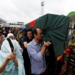صور  وصول عائلات ضحايا الهجوم الأكثر دموية في بنجلادش لنقل الجثامين