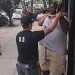 «عنصرية» الشرطة الأمريكية.. تاريخ من استهداف «السود»