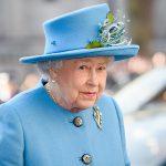 فيديو| قصر باكينجهام يعرض ملابس إليزابيث الثانية