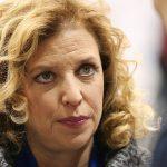 رئيسة الحزب الديمقراطي الأمريكي تستقيل بعد فضيحة التسريبات