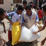 الهلال الأحمر الإماراتي يوزع مساعدات غذائية في المكلا اليمنية