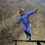 فيديو وصور| أمريكي يقفز من ارتفاع 25 ألف قدم دون مظلة