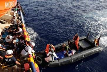 العثور على 74 جثة لمهاجرين على شاطئ غرب ليبيا