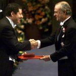 جائزة نوبل تنعي أحمد زويل