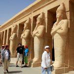 عدد السائحين الوافدين إلى مصر يقفز 51% في الربع الأول من 2017