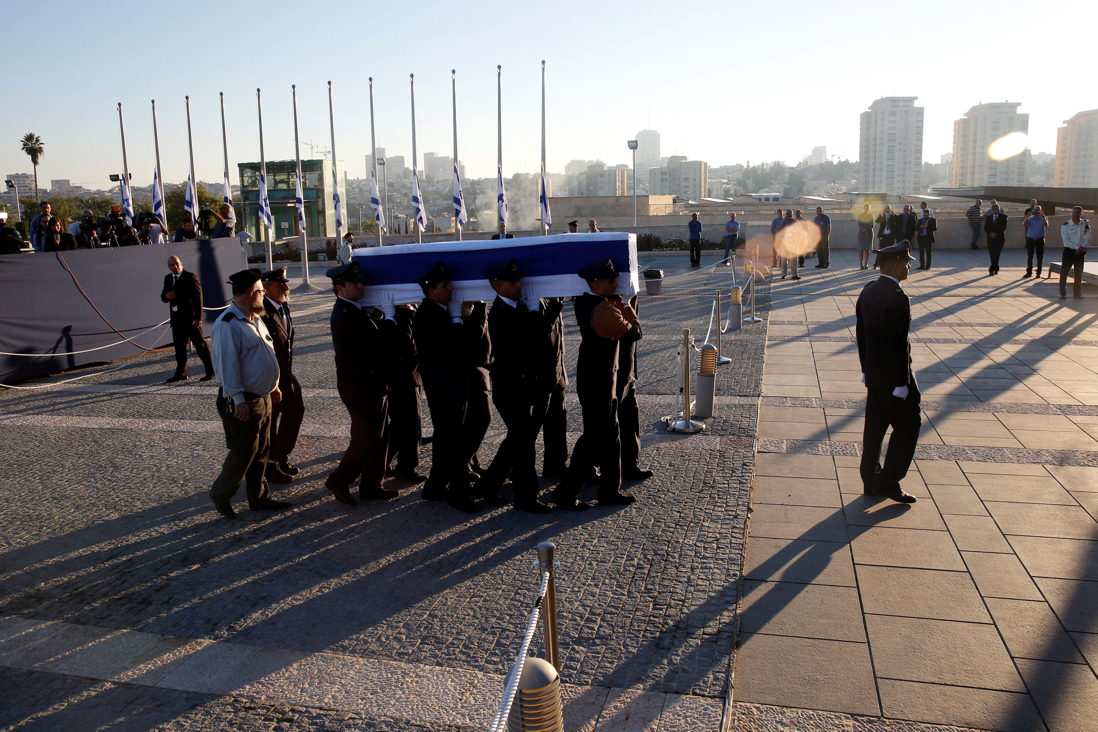 The flag-draped coffin of former Israeli President Shimon Peres is carried by members of a Knesset guard upon its arrival at the Knesset Plaza, is Jerusalem