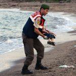 عام على غرق الطفل آلان الكردي.. هل غيرت أوروبا من سياستها تجاه اللاجئين؟
