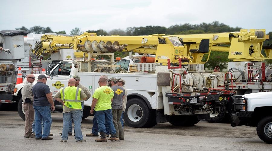 طواقم الطوارئ في ولاية فلوريدا استعداد لاعصار ماثيو-رويترز