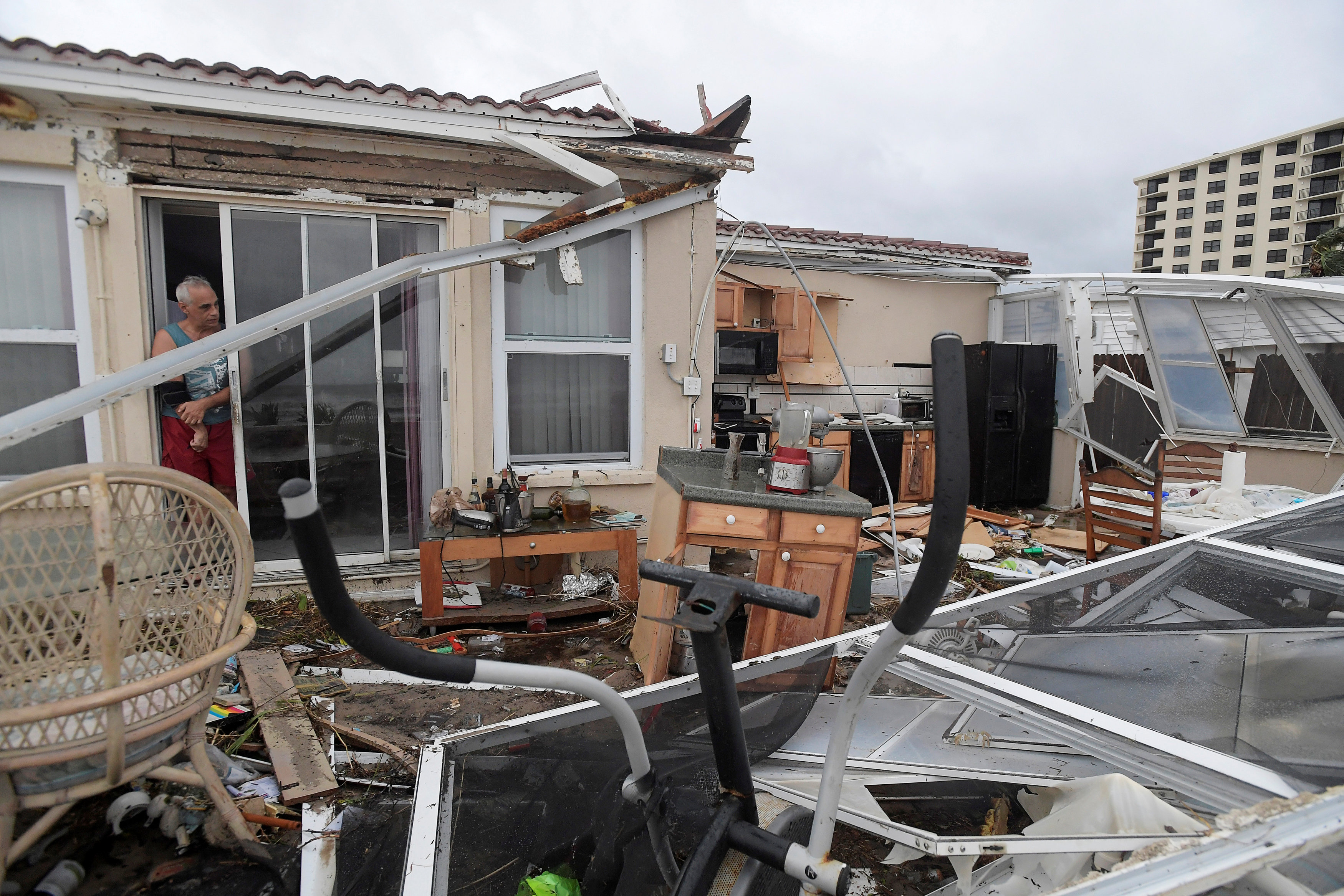 Homeowner Joe Lovece surveys the damage to the kitchen at the back of his oceanfront home after the eye of Hurricane Matthew passed Ormond Beach, Florida, U.S. October 7, 2016. Lovece rode out the storm as waves took away the room at the back of his home.  REUTERS/Phelan Ebenhack     TPX IMAGES OF THE DAY