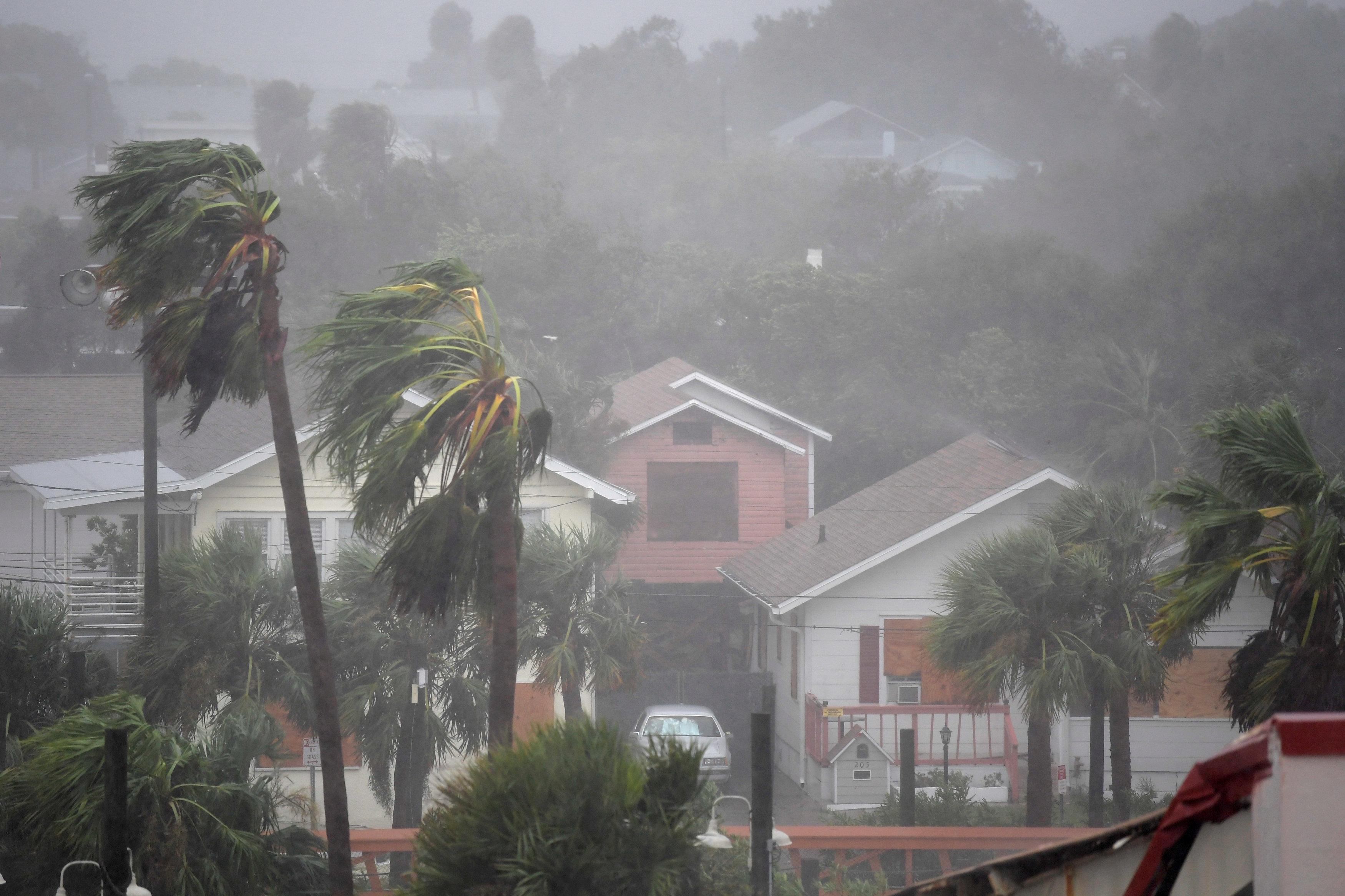 Rain batters homes as the eye of Hurricane Matthew passes Daytona Beach, Florida, U.S. October 7, 2016.  REUTERS/Phelan Ebenhack     TPX IMAGES OF THE DAY