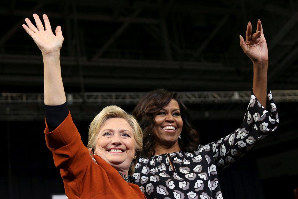 صور  ميشيل أوباما تدعم هيلاري كلينتون على منصة واحدة ...