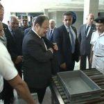 صور| وزير داخلية مصر يخضع للتفتيش بمطار شرم الشيخ