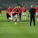 تريزيجيه يغادر معسكر منتخب مصر بسبب الإصابة قبل مواجهة تونس