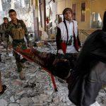 طائرة عمانية تنقل 115 جريحا أصيبوا بالغارة على مجلس عزاء في صنعاء