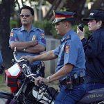 سيارة تابعة للشرطة الفلبينية تصدم متظاهرين ضد أمريكا