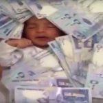 فيديو| آلاف الدولارات هدية لمولود جديد بسبب «اسمه»