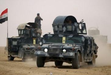 صور تذكارية مع الجيش العراقي في الموصل احتفالا بخروج «داعش» من المدينة