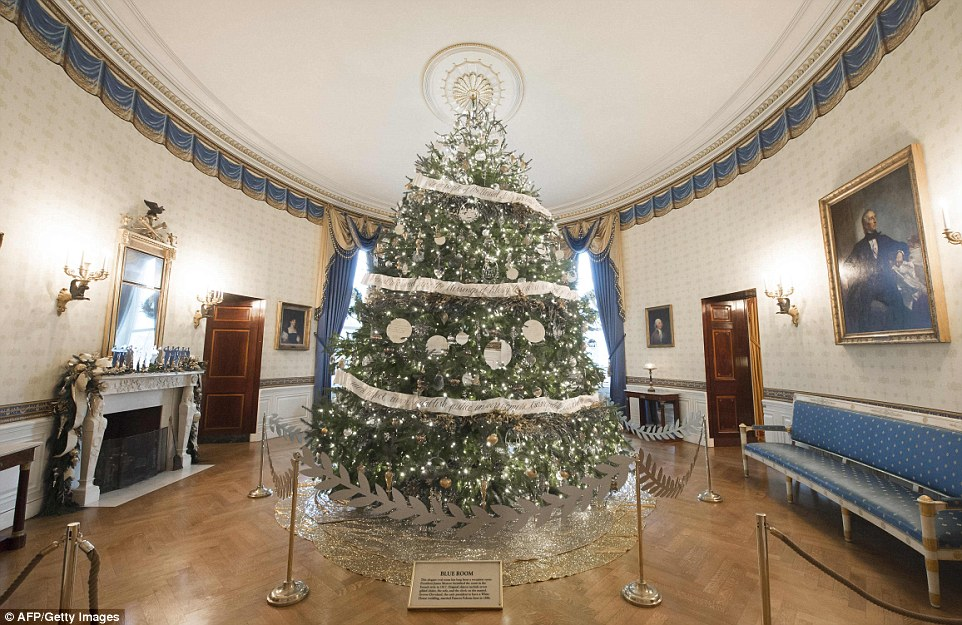 3adb48dd00000578-3983042-the_white_house_christmas_tree_is_in_the_blue_room_which_the_pre-a-7_1480467811516