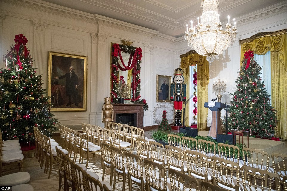 3adbaa5900000578-3983042-a_nutcracker_stands_in_a_corner_of_the_white_house_s_east_room_w-a-2_1480467811506
